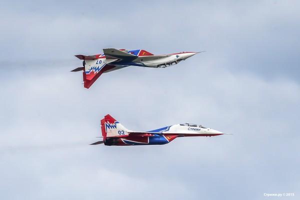 Пара МиГ-29 в воздухе
