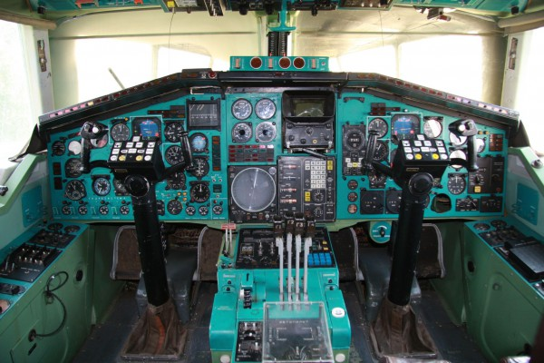 Кабина самолёта Ту 144