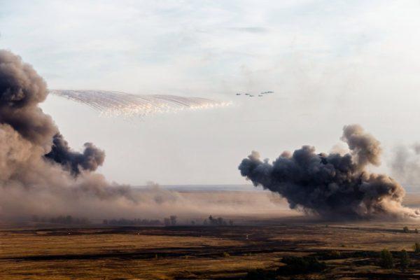 Нанесение авиаудара бомбардировщиками Су-34 на учении «Центр-2015»