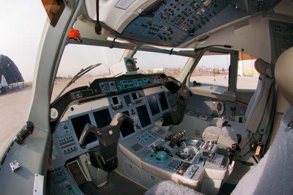 Ту-214 кабина пилота