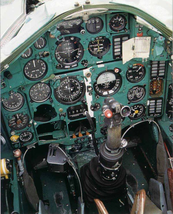МиГ-25 кабина пилота