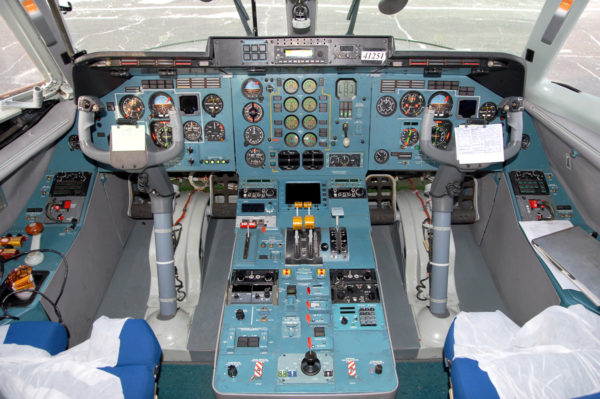 Кабина пилота Ан-140