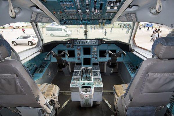 Ту-334 кабина пилота