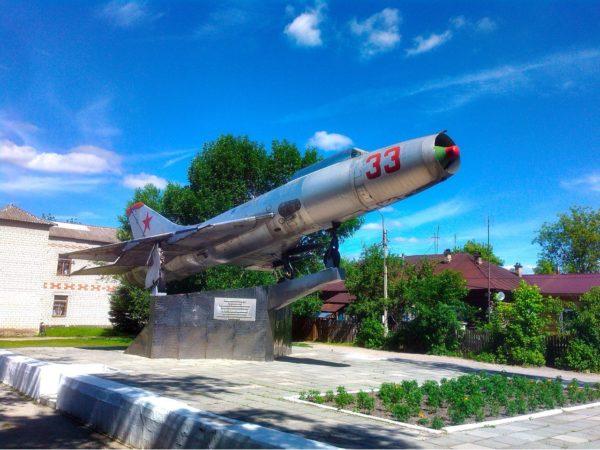Красная Горбатка. Памятник Су-9