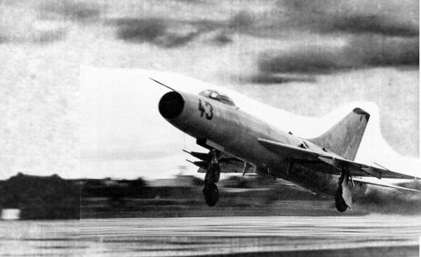 Реактивный истребитель-перехватчик Су-9