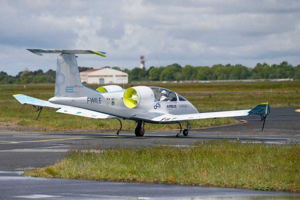 Airbus-E-Fan-taxi-2